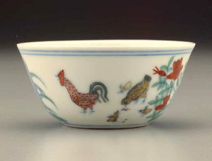 1949年,香港古玩-酒器之最 明代成化斗彩鸡缸杯 图