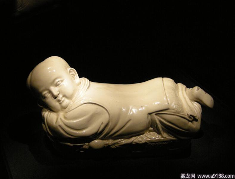 国佛利尔沙克乐博物馆剔花矮腹瓶-宋瓷赏珍 定窑 上