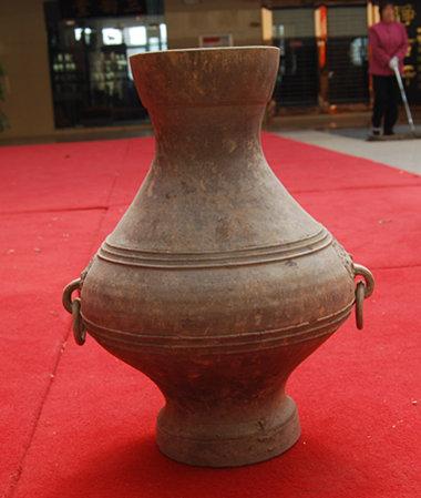 汉代双活环灰陶壶高42厘米口径1..