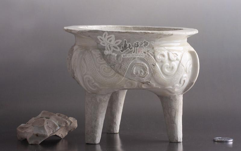 定窑仿青铜器鬲式炉